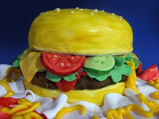 HAMBURGUESA Cake