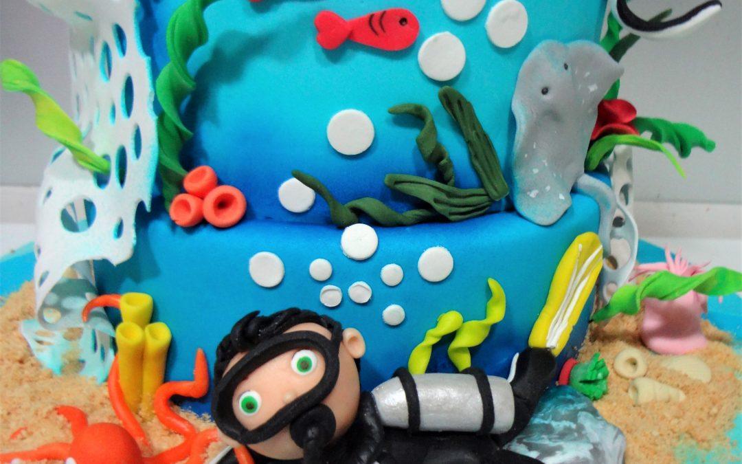 ¡Una super tarta para perderte por las profundidades marinas!