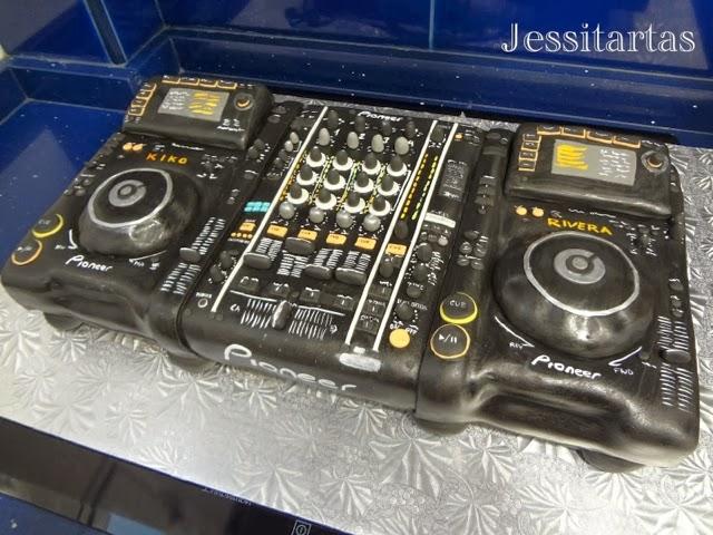 TARTA: MESA DE MEZCLAS DJ!!! 28 CUMPLEAÑOS KIKO RIVERA…